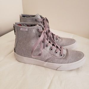 Nwot Vans Hi-Top Fashion Sneakers size 6